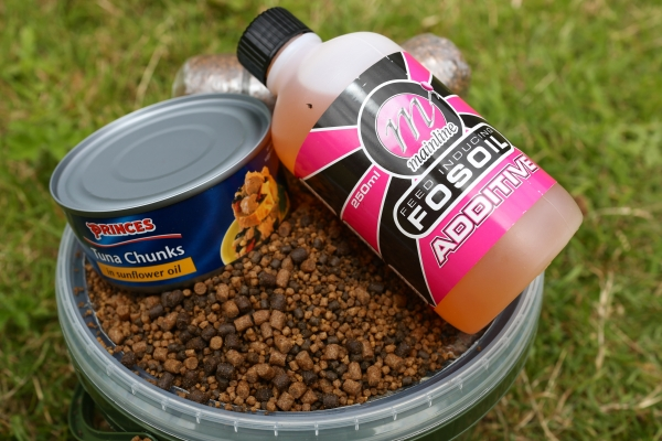 Designed for the fish farming industry, the feed inducing Fosoil is perfect for coating pellets and PVA Stick/bag ingredients