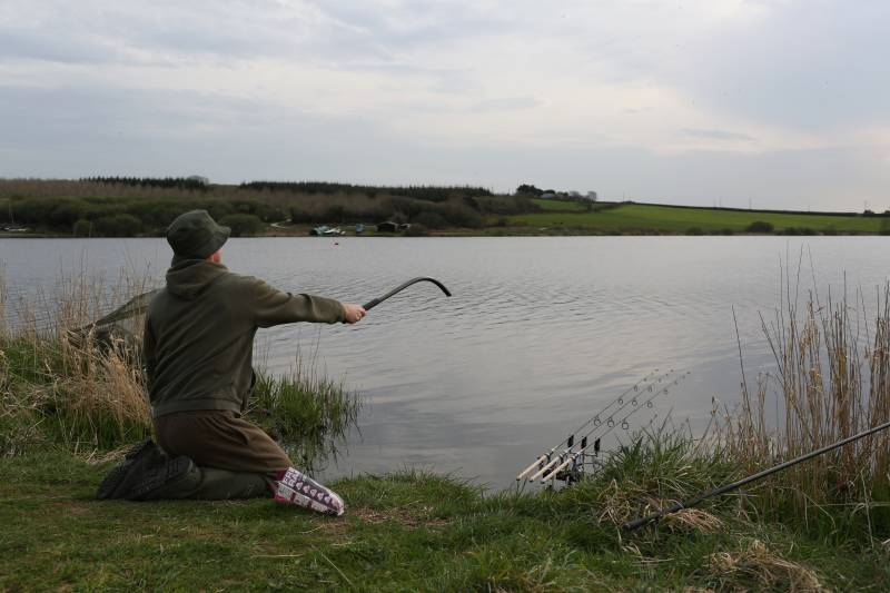 Using a throwing stick to spread your boilies is great tactic on large waters