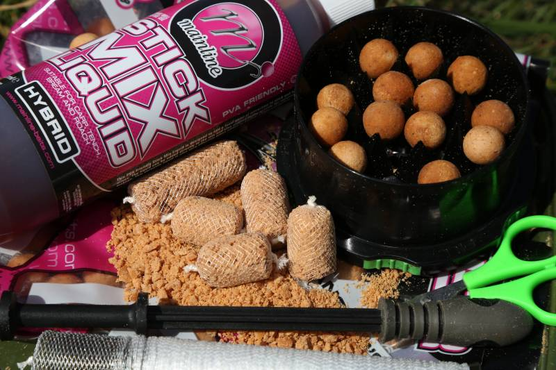 A simple PVA Stick made from crushed boilies can add attraction and reduce the risk of tangles