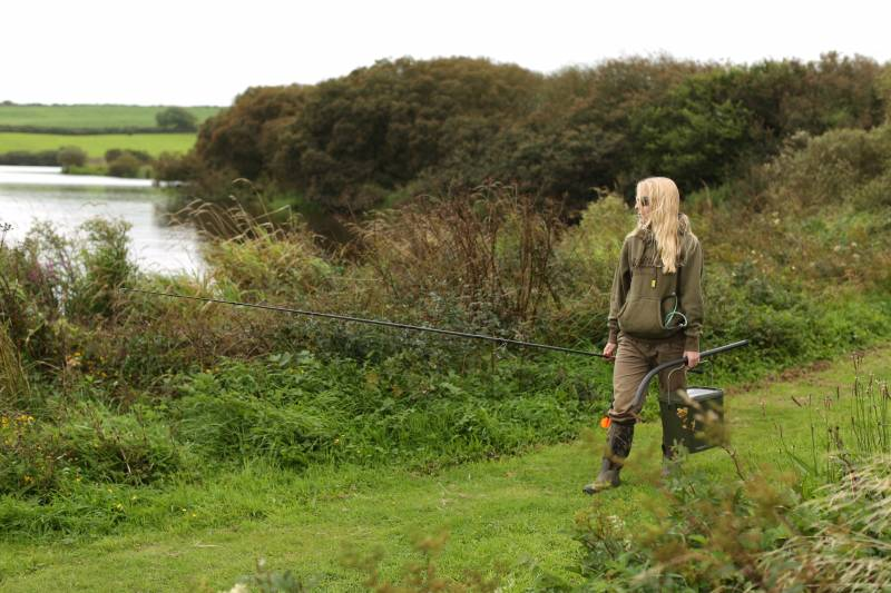 Walking the banks, looking for fish, scouting areas and applying some bait is all part of big water carping