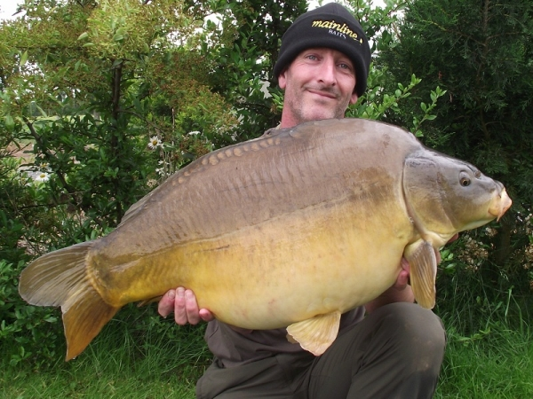 A chunky 32lb mirror to the Refresher Rig!