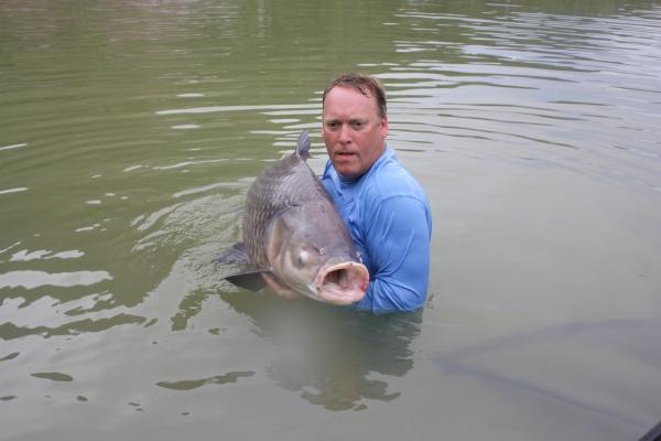 Kev with a 60+ Siamese carp!