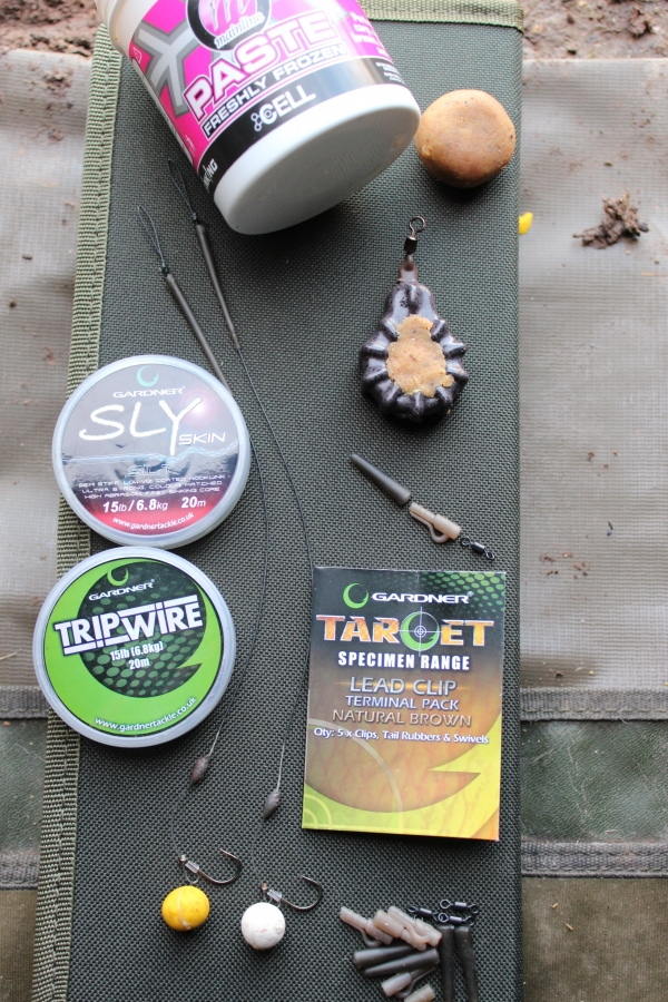 Hinge stiff rigs tied ready to go; note the paste in the Grappler lead