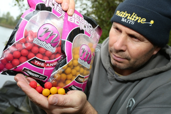 01 Ideally pick a couple shelf-life boilies of contrasting colours like these.