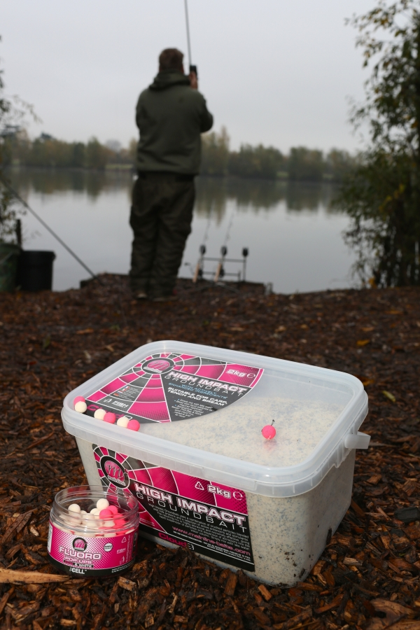 Making a simple sloppy spod mix from Groundbait can add attraction to the upper layers