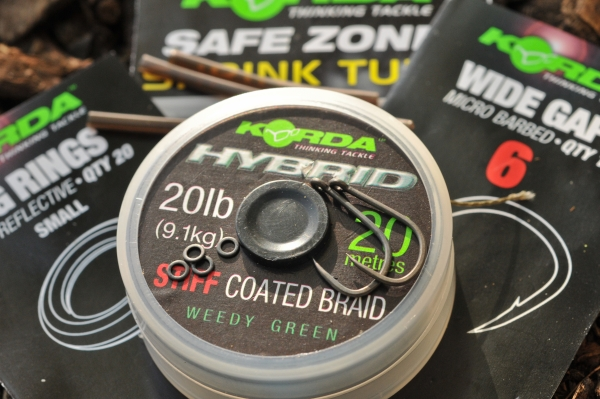 01 In order to tie Dave's bottom bait rig you will need some 20lb Hybrid Stiff, size 6 Wide Gapes, small Rig Rings and some 1.2mm Shrink Tube.