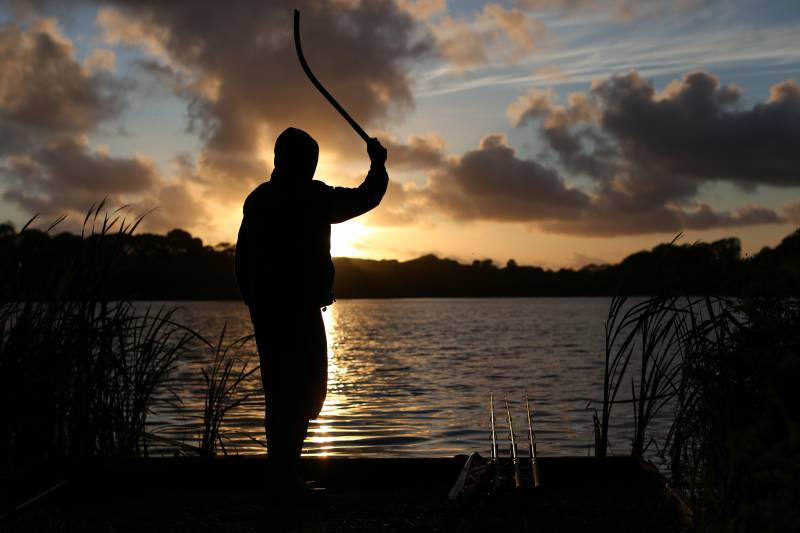 Topping-up my feed at last light – beating the gulls and building the feeding confidence of the carp