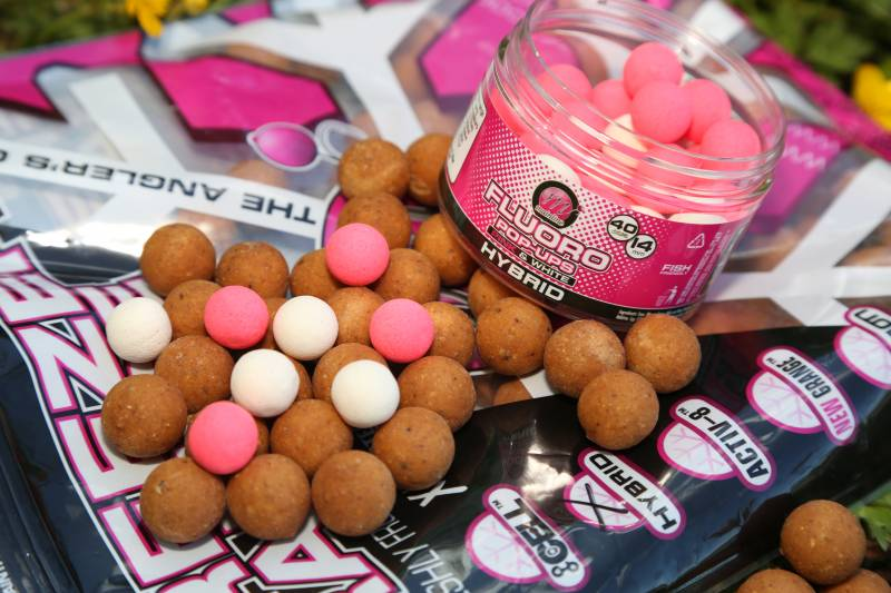 Using a food source flavoured bait doesn't mean you can't use a high-attract bright colour
