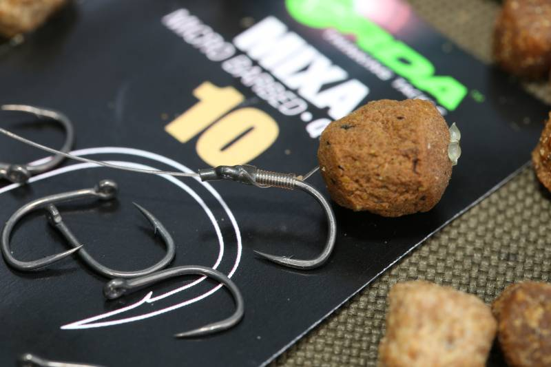 Size 10 Mixa hooks fit the bill for me