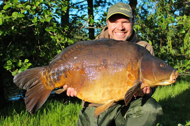 My good friend Ben Lofting and owner of Cleverely Fisheries with the great Hendrix at 41lbs 10oz