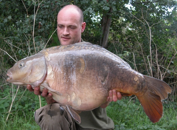 Horton's Dumpy at 30lb 2oz - hooked 4ft from the bank.