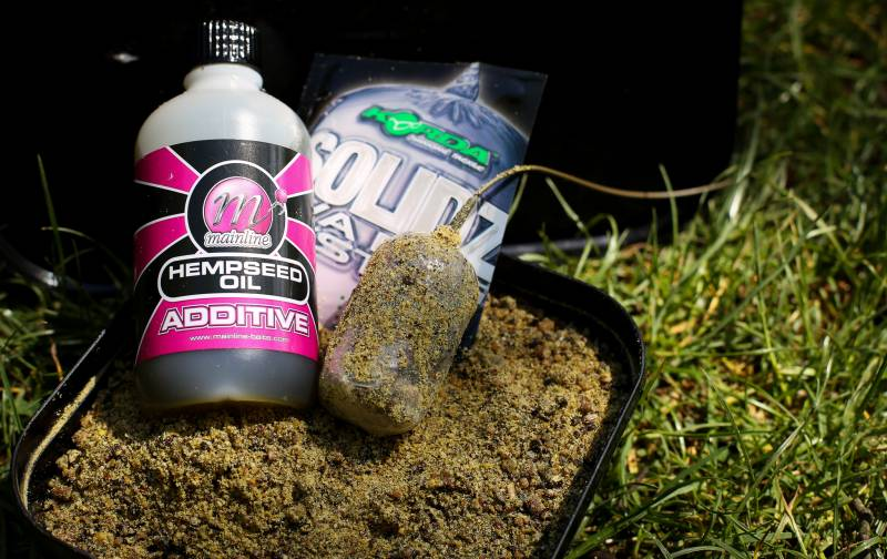 Coating the bag with oil and Groundbait can help when casting in the rain