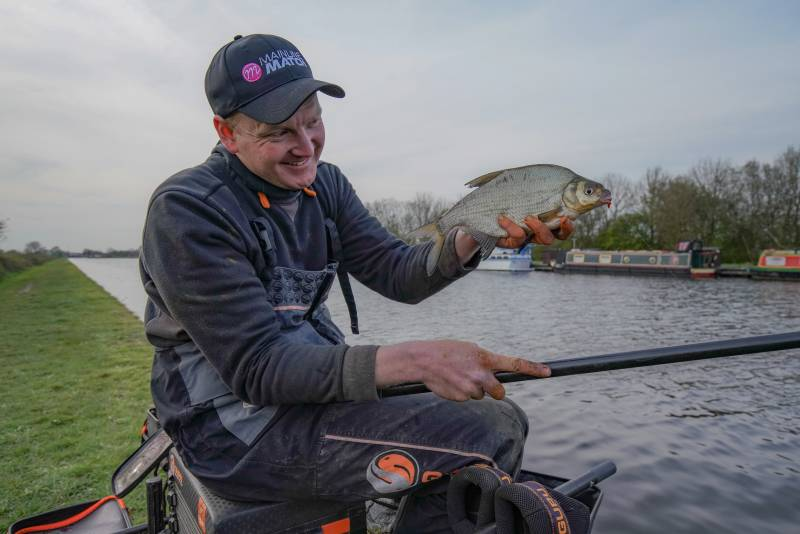 Contains a blend of quality breads, seeds, biscuits and crushed hemp, Pro Active is massively appealing to natural-water fish like roach, skimmers, bream and hybrids