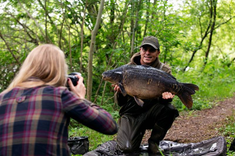 Taking photo's for Adam was as close as I got to a carp on our first guest session