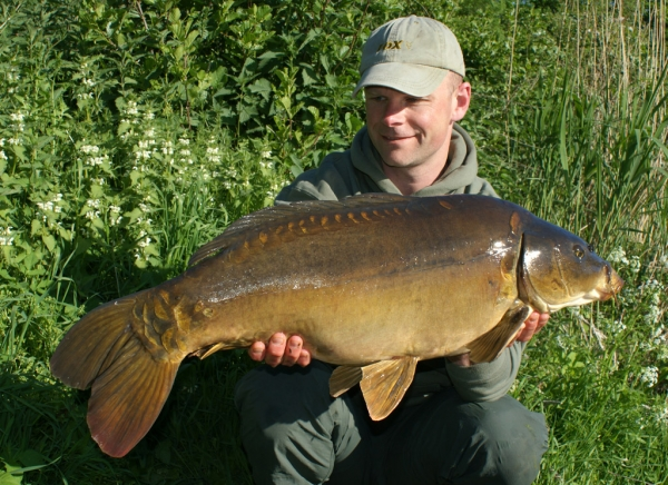 Mark with a stunning carp using his Hi-Vis Dumbell tactics!