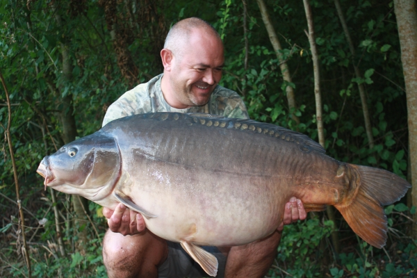 A well proportioned 55lb 12 oz mirror!
