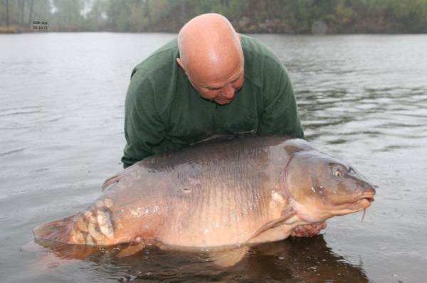 Alan with a huge 80lb mirror!